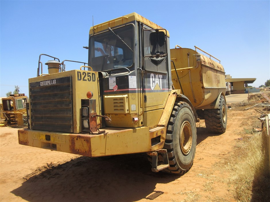 Caterpillar D25D Articulated 4x4 Water Cart