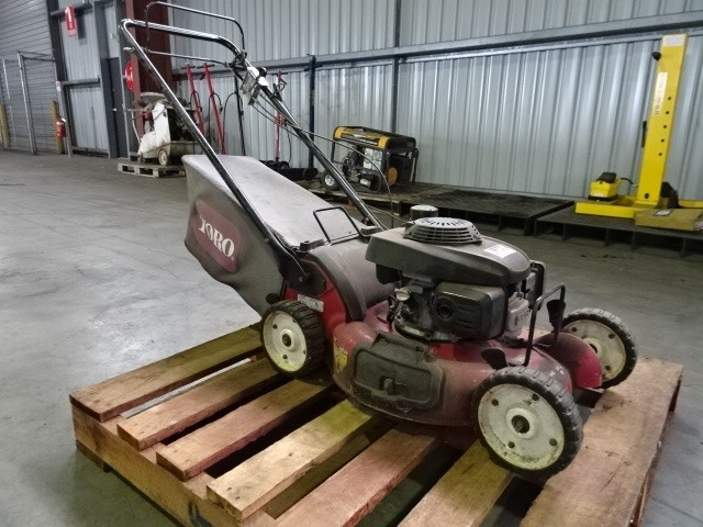 Toro 22156 Self-Propelled Lawn Mower (Pooraka, SA)