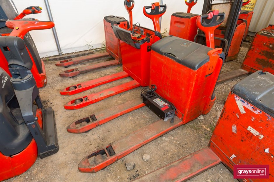 2009 Linde T20 Electric Pallet Truck Year: 2009 Make: