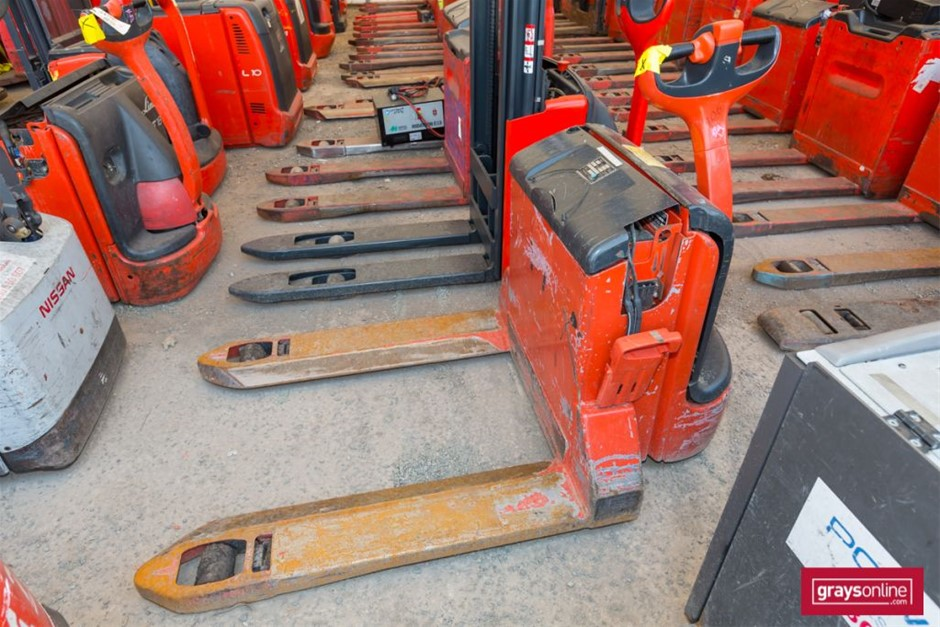 2002 Linde T20 Electric Pallet Truck Year: 2002 Make: