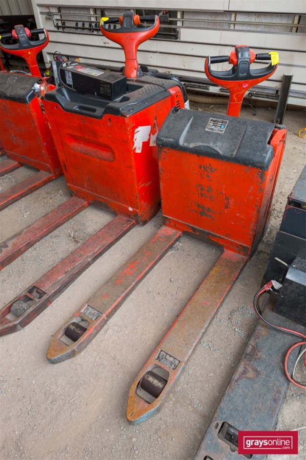 2007 1.8 Tonne Linde T18 Electric Pallet Truck