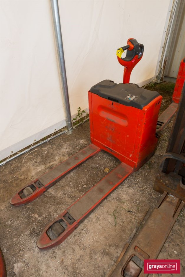 2009 1.8 Tonne Linde T18 Electric Pallet Truck Year: 2009