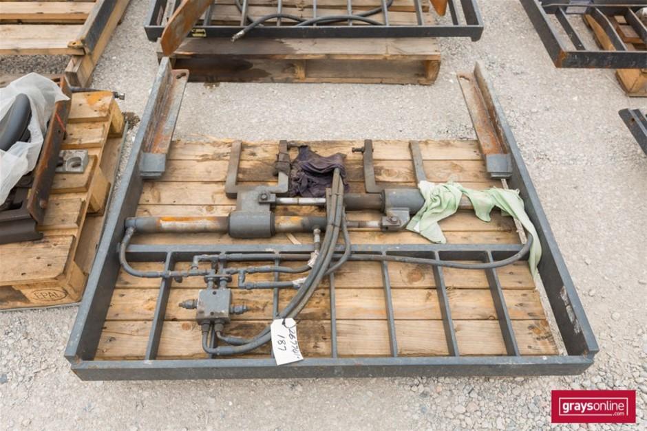 Forklift Frame Size: (W)1210mm (H)1190mm Damage: Scraped,
