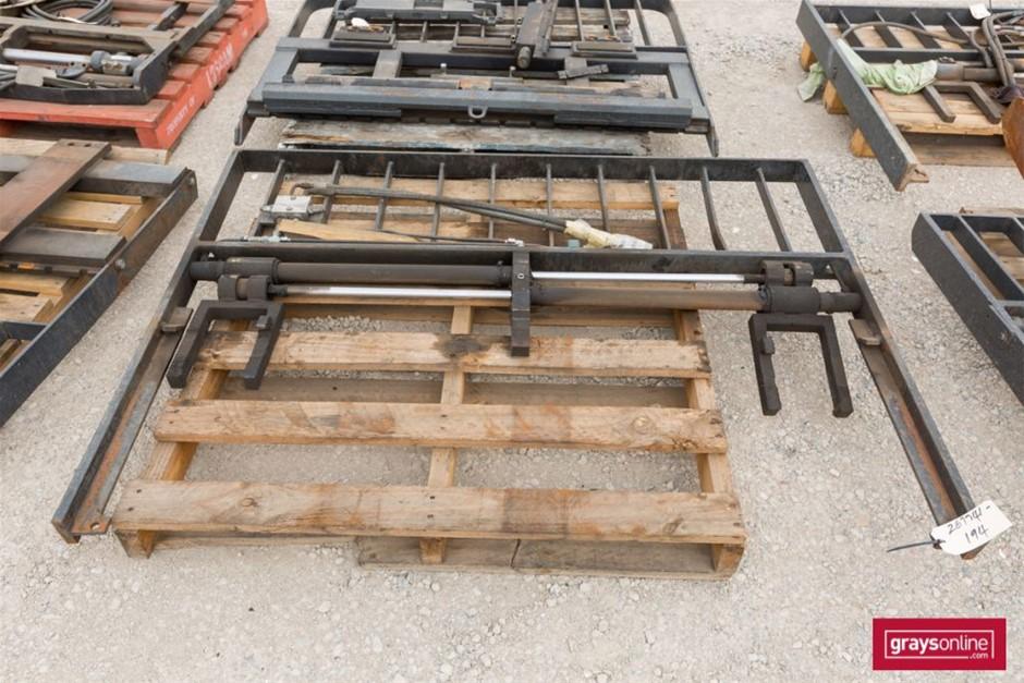 Forklift Frame Size: (W)1640mm (H)1200mm Damage: One Uprig