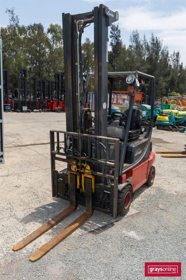 2011 2.0 Tonne Linde E20P 4 Wheel Counter Balance Forklift