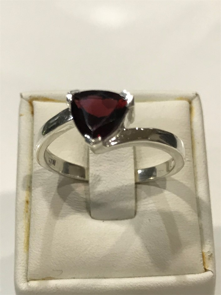 Stunning 2.00ct Garnet Ring Size R (8.75)