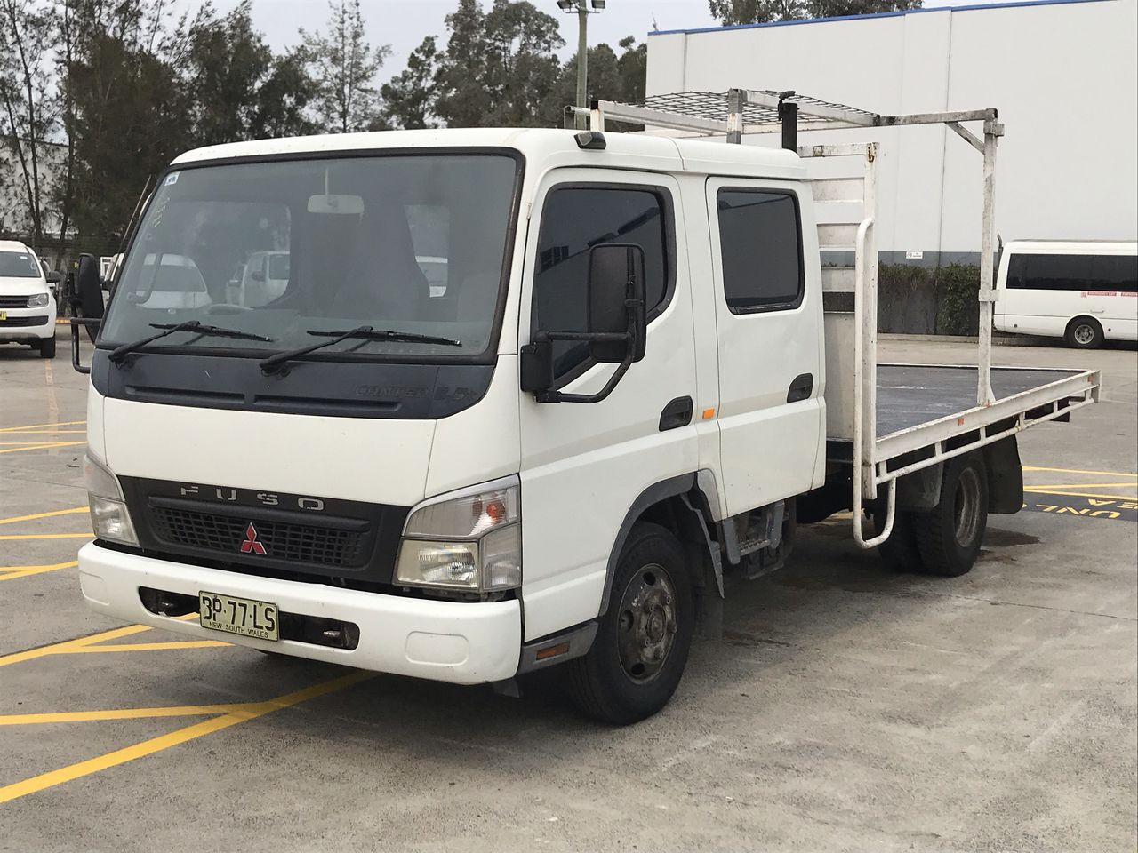 2007 Mitsubishi Canter Dual Cab, Cab Chassis Manual 7 Seat Truck