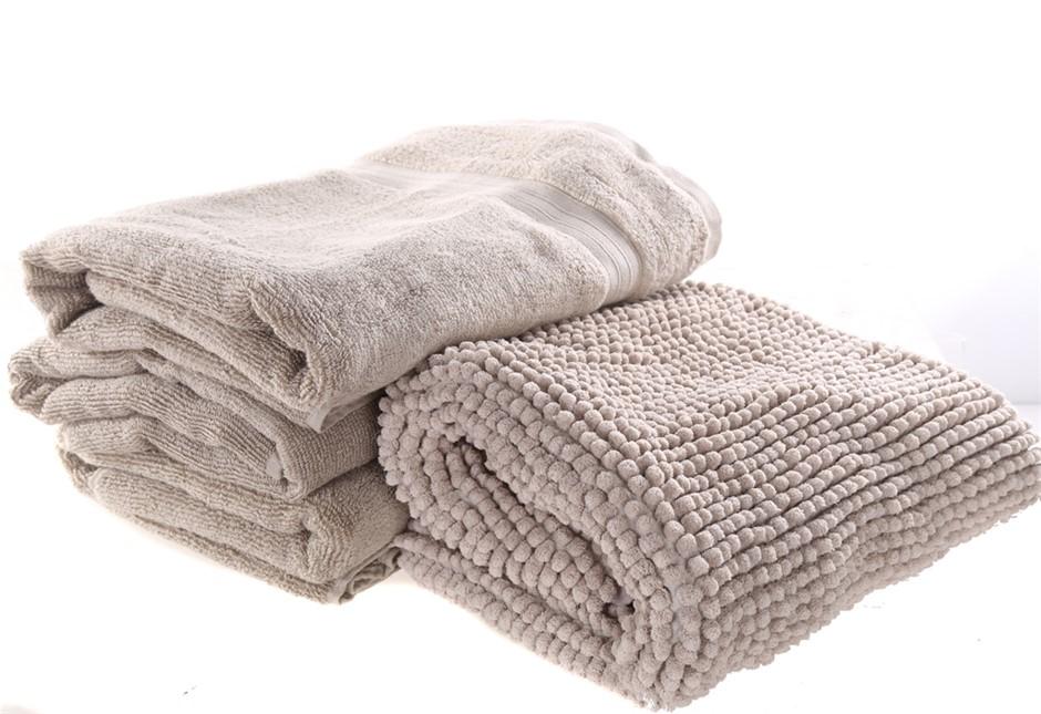 CROWNING TOUCH 4pc Gift Set Comprising: Bath Towel (71cm x 132cm) & Bath Ru