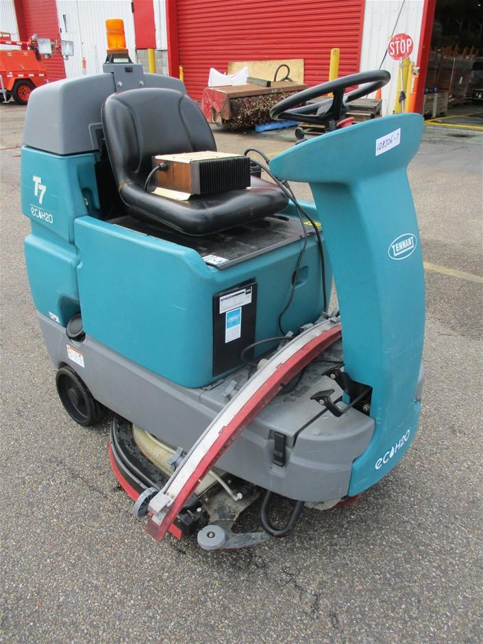 Tennant T7 Ride On Floor Scrubber