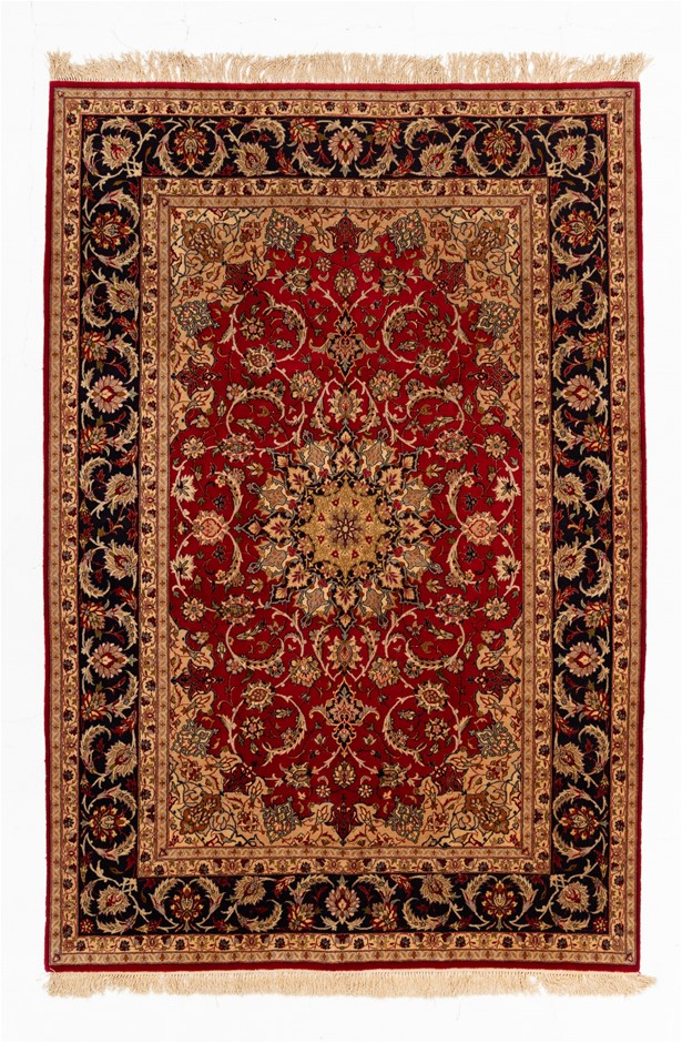 Persian Isfahan Hand Knotted Wool and Silk Pile SIZE (cm): 155 X 231