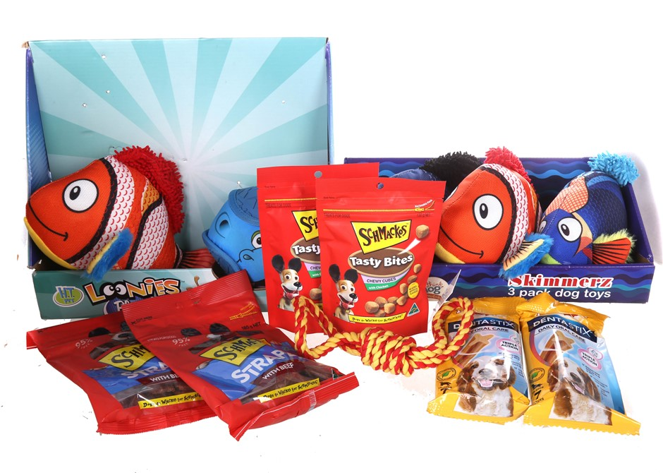 12 x Assorted Dog Products, Comprising: Toys, SCHMACKOS Strapz With Beef Do