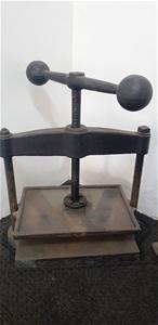 Antique Cast Iron Bookbonding Press