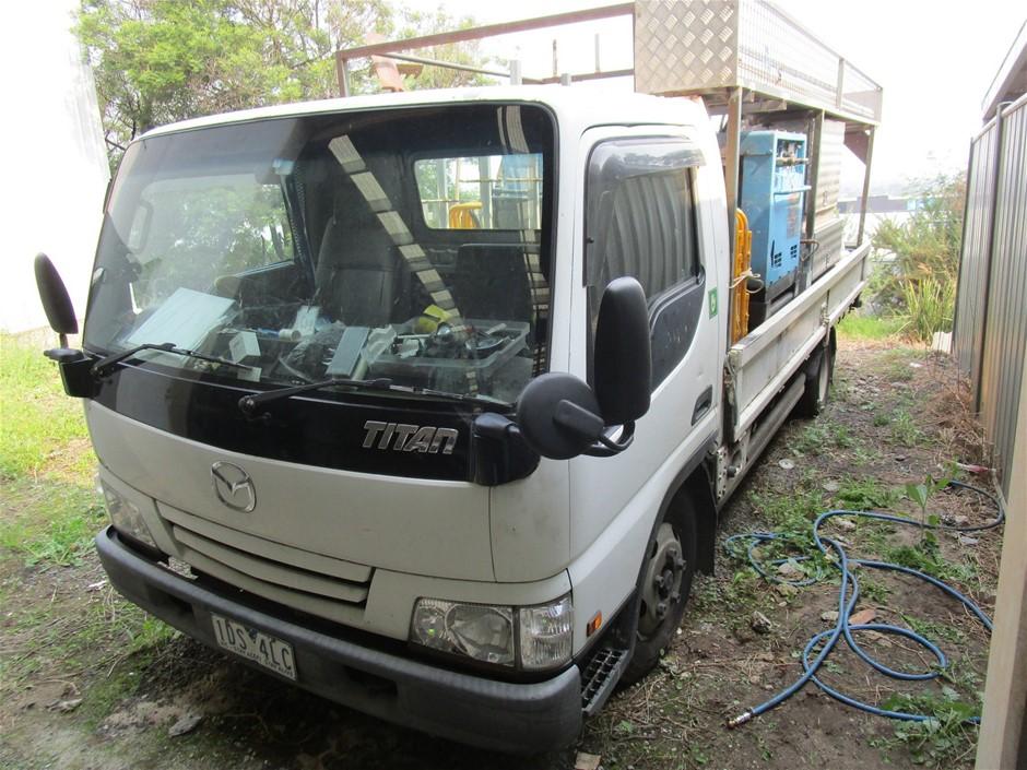 Mazda WN Triton 4 x 2 Service Truck
