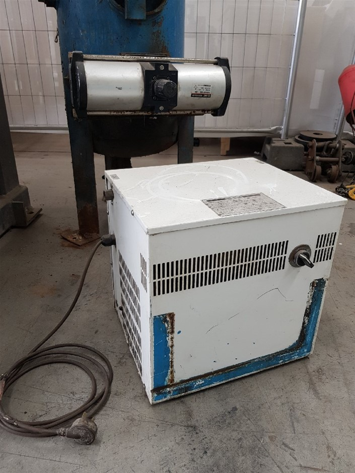 COMPAIR REFRIGERATED AIR DRYER 240v, COMPACT