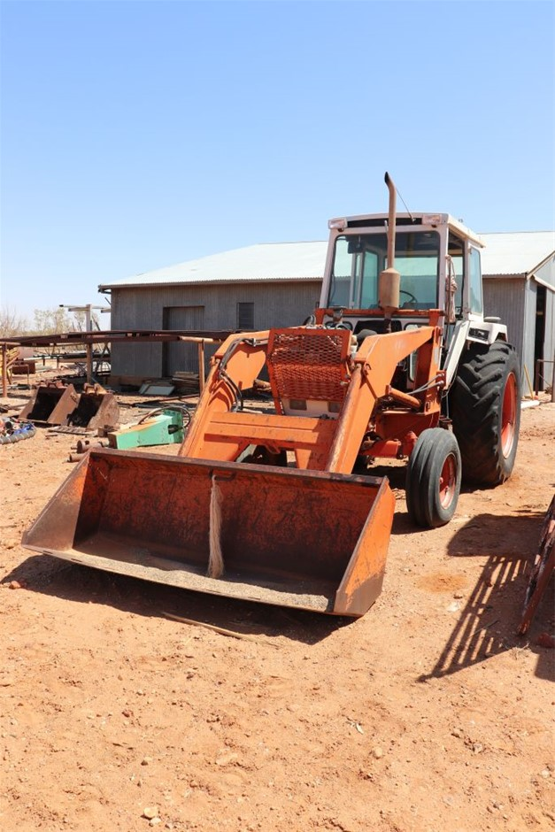 Case 1490 Tractor with loader bucket