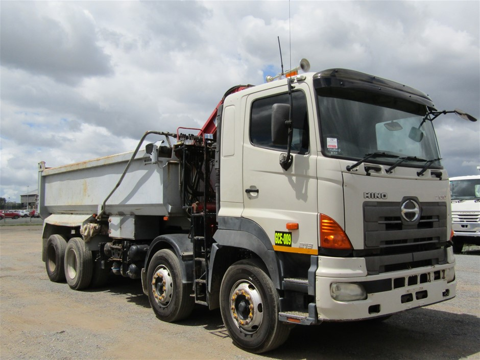 2006 Hino FY 8 x 4 Tipper Truck with Crane