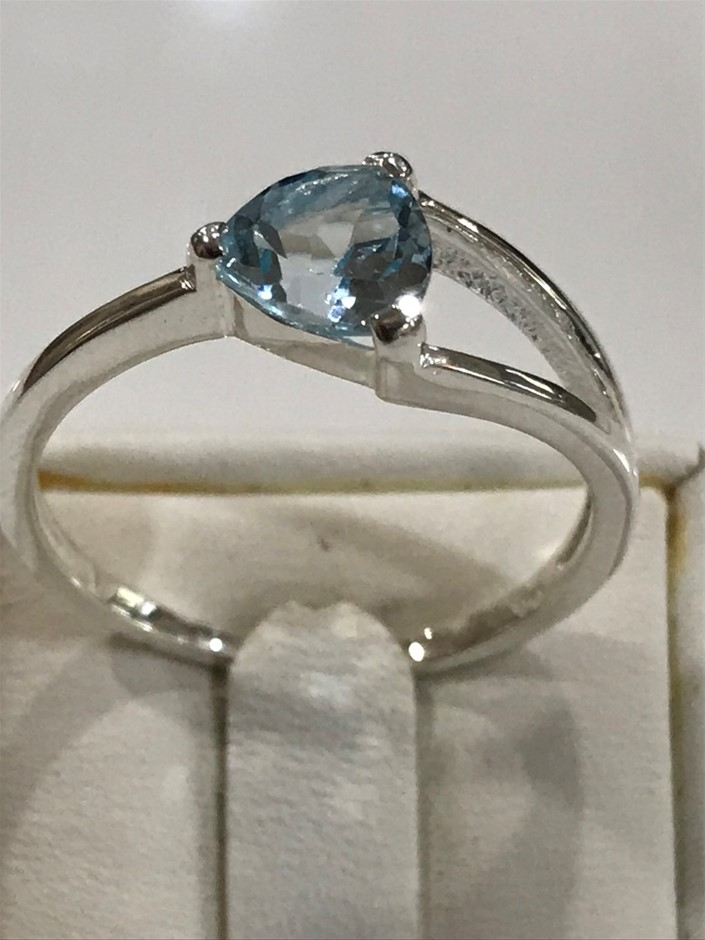 Truly Magnificent 2.00ct Blue Topaz Ring Size S 1/2 (9.5)