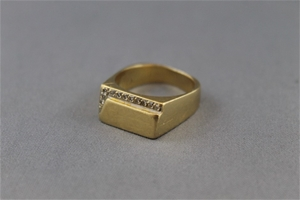Stamped 18ct Yellow Gold Diamond Signet