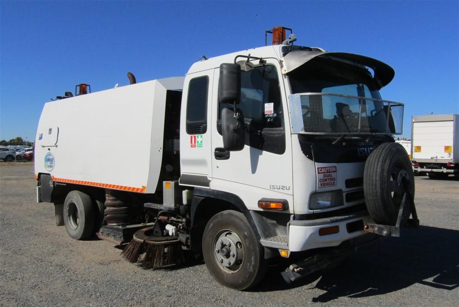 2003 Isuzu FRR500 Diesel Automatic 4 x 2 Sweeper Truck