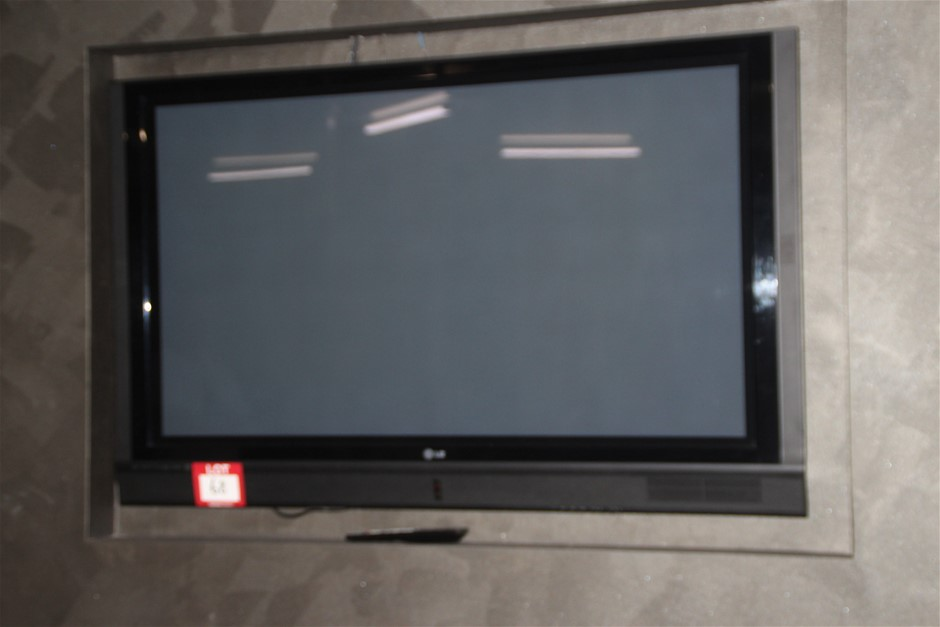 """LG 50"""" Plasma TV with Wall Mount & Remote"""