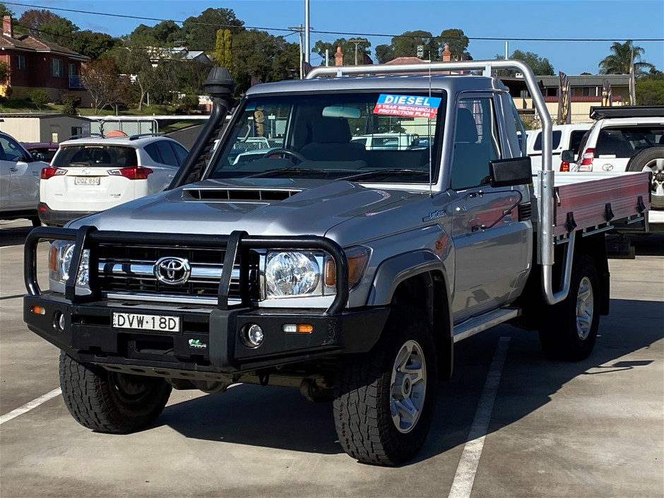 2017 Toyota Landcruiser GXL 4WD Manual Cab Chassis 68,155km