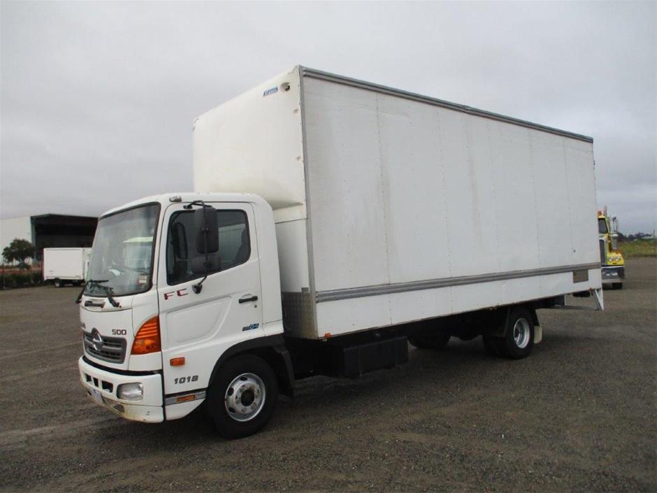 2008 Hino 500 / FC 1018 4 x 2 Pantech Truck