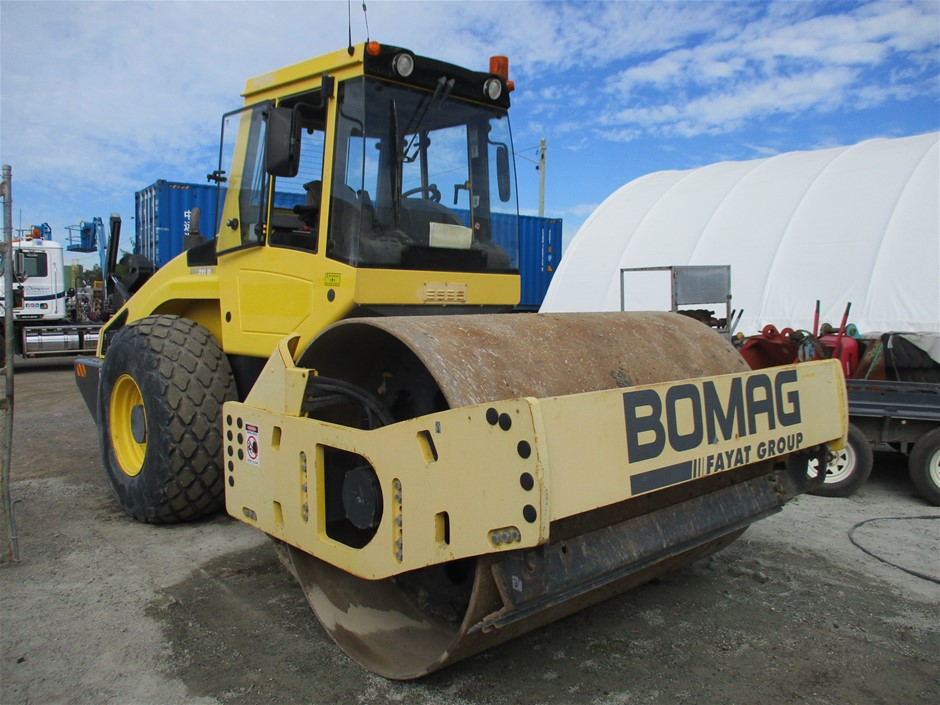 2011 Bomag BW 211D-4 Roller Smooth Drum
