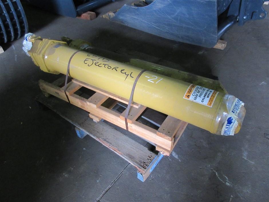 2x Caterpillar 657B Scraper Ejector Cylinders