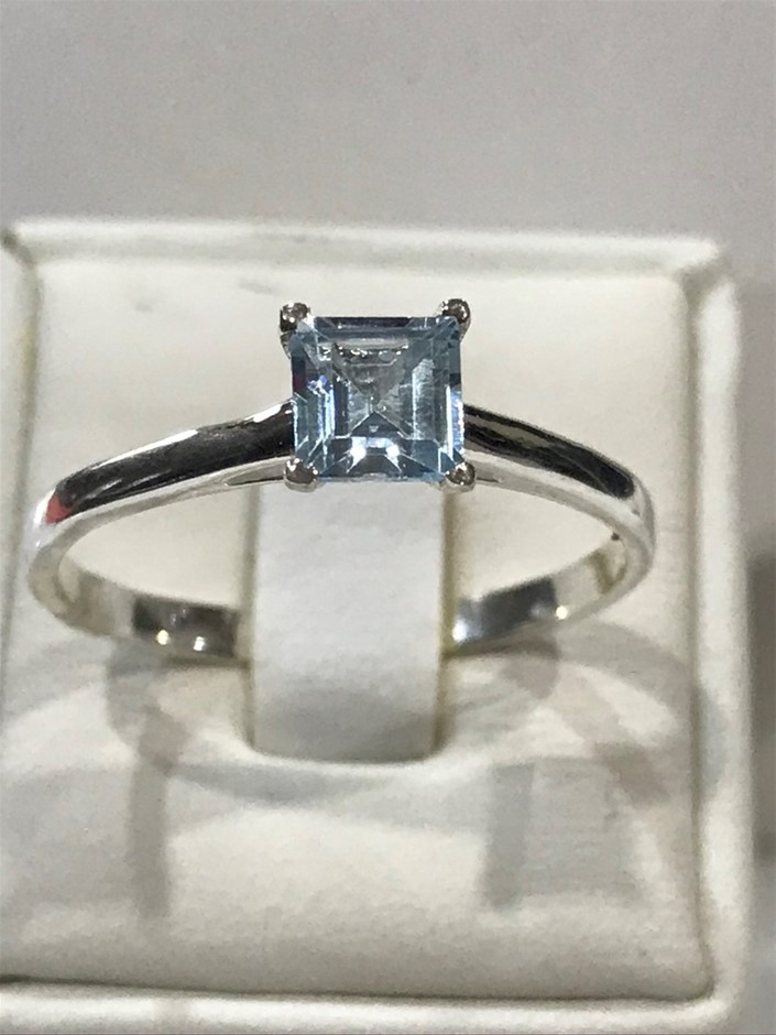 Magnificent Genuine 2.00ct Blue Topaz Ring Size T or 9.75