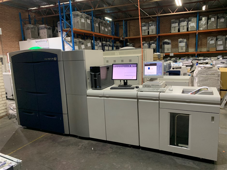 Xerox® Colour 800 Press with High Capacity Stacker
