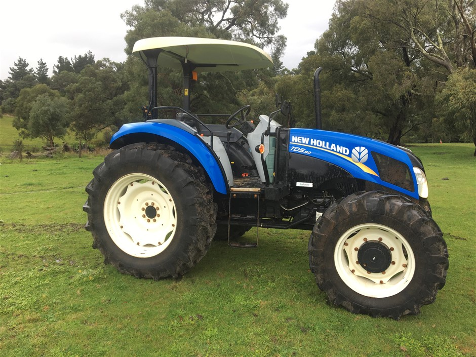 2013 New Holland Tractor, Model TD5.90
