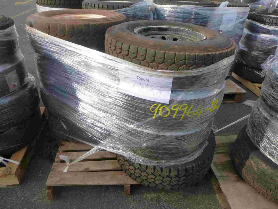 Pallet of 8x Rims / Tyres to Suit Toyota Landcruiser