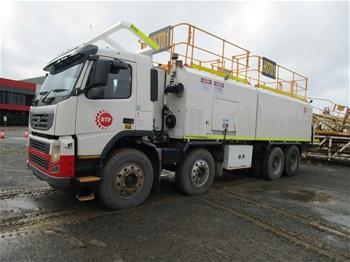 2011 Volvo FM 400 8x4 Service Truck