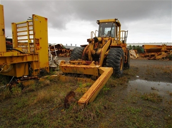 1981 Caterpillar 966D Wheel Loader with Attachments