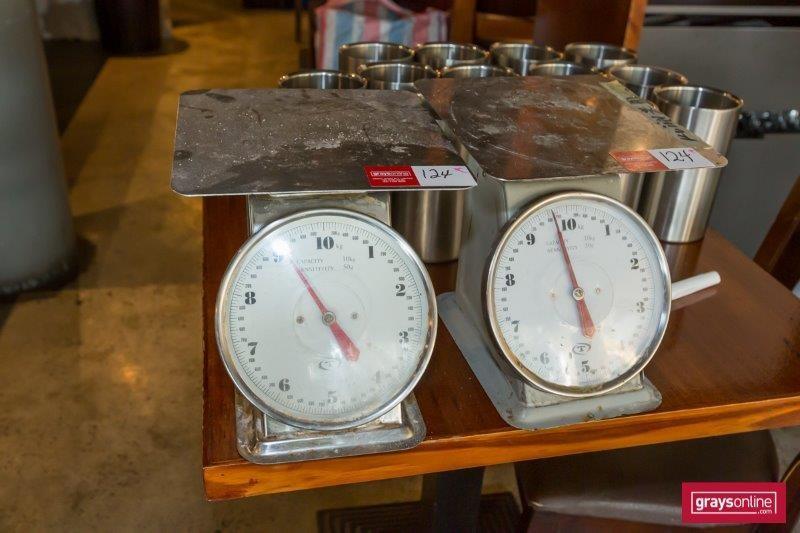 2x Kitchen Scales