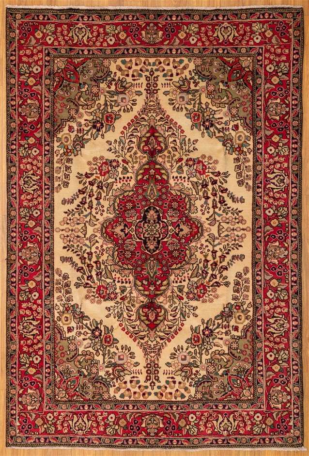 Handwoven Pure Wool Persian Tabriz Rug - Size 304cm x 205cm