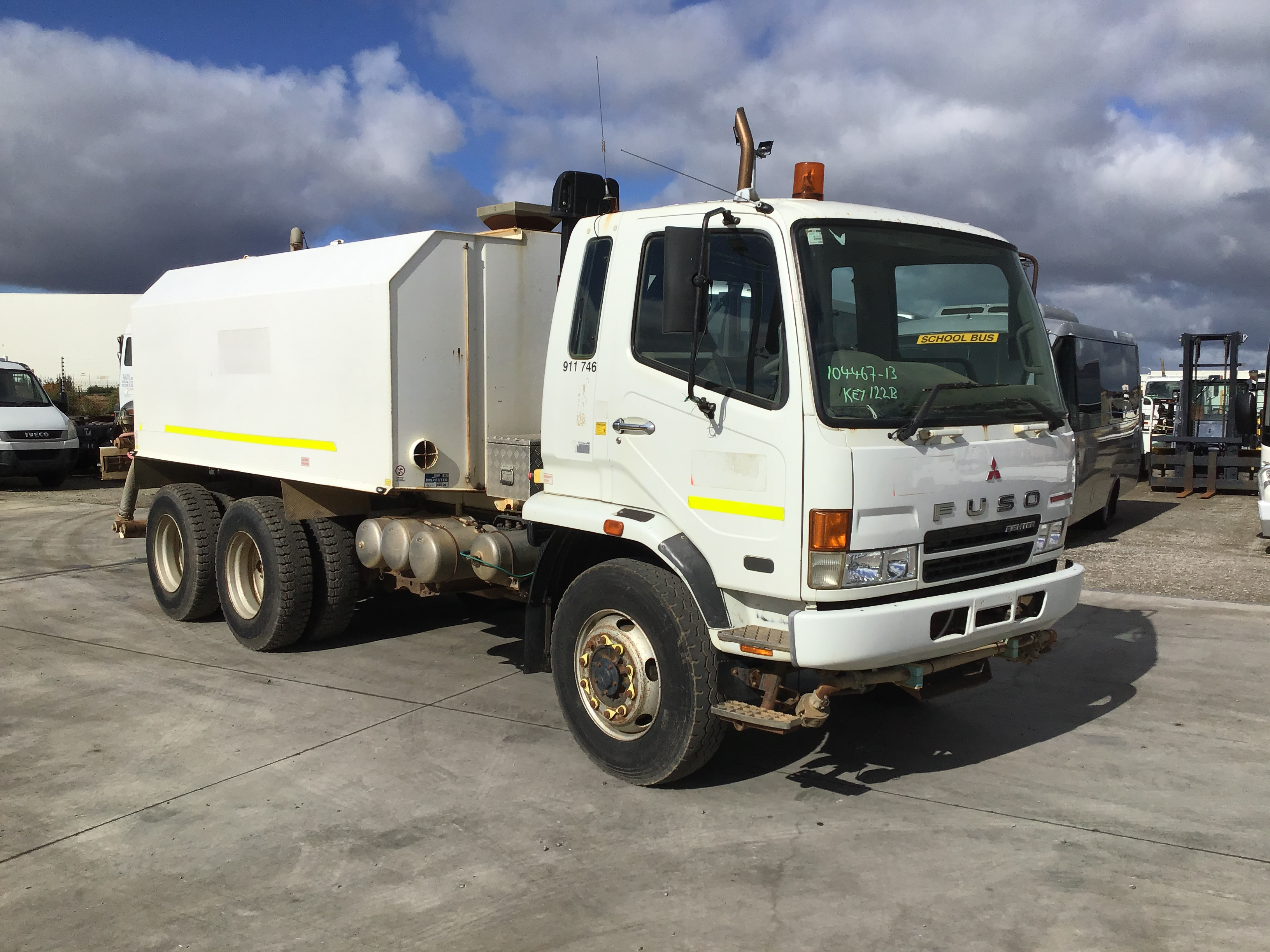 2007 Mitsubishi Fighter FN 600 6 x 4 Water Truck