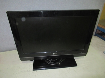 "26"" LG 26LC7D LCD TV"