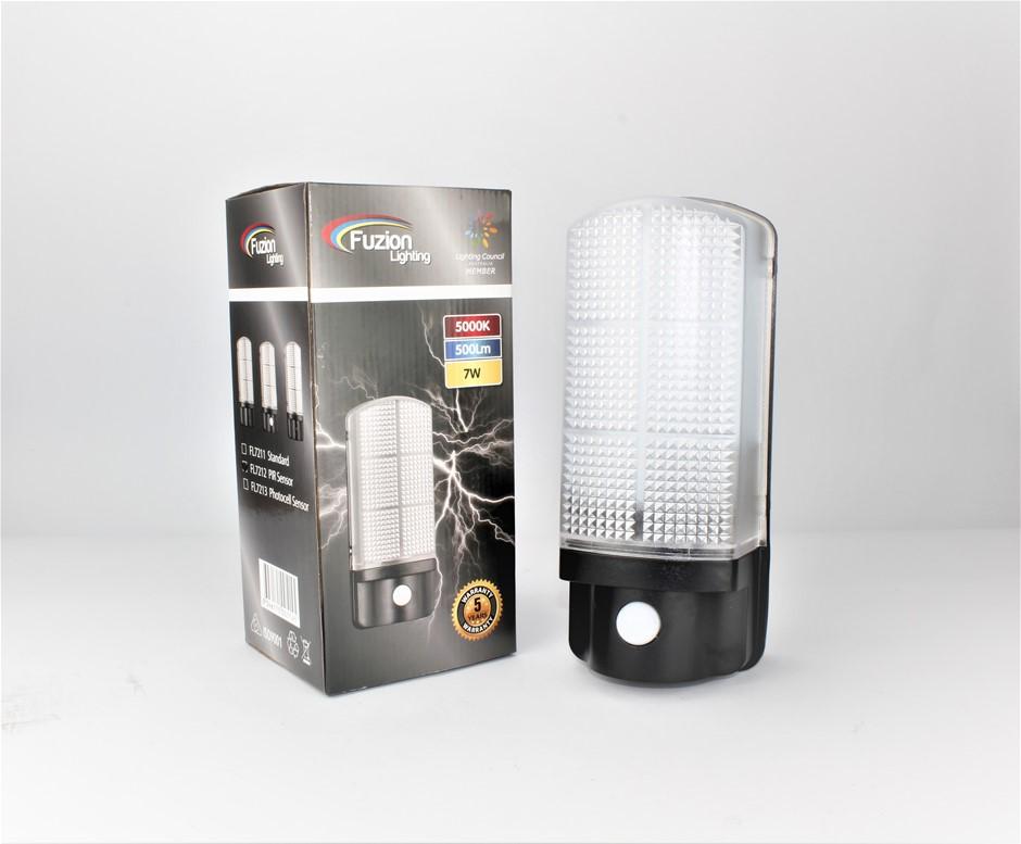 FL7213 - FUZION LIGHTING - LED WALL LIGHT 7W - 4K WITH PHOTOCELL SENSOR