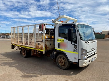 Isuzu NPR200 4 x 2 Tray Truck with ROPS