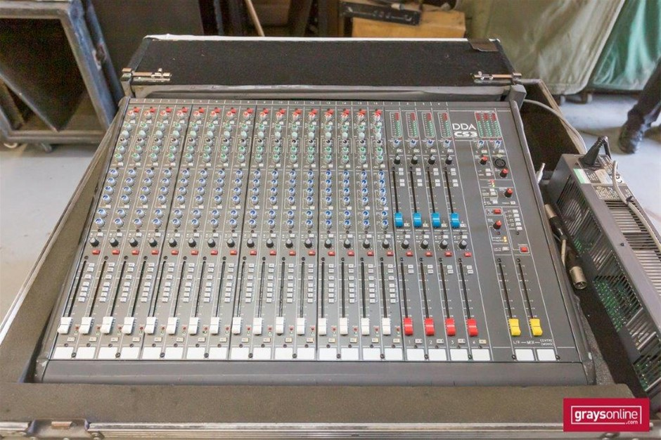 DDA CS3 16 Channel Analog Audio Mixing Console in Road Case