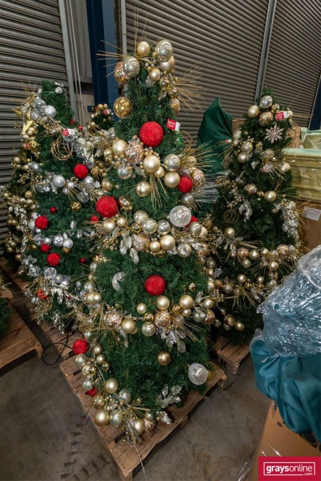 Commercial Quality Christmas Tree on Metal Legs