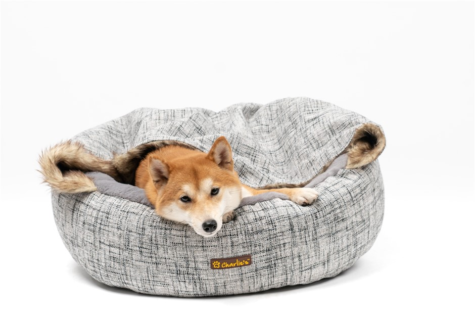 Charlie's Pet Round Bed with Faux Fur Cover Light Grey - Medium