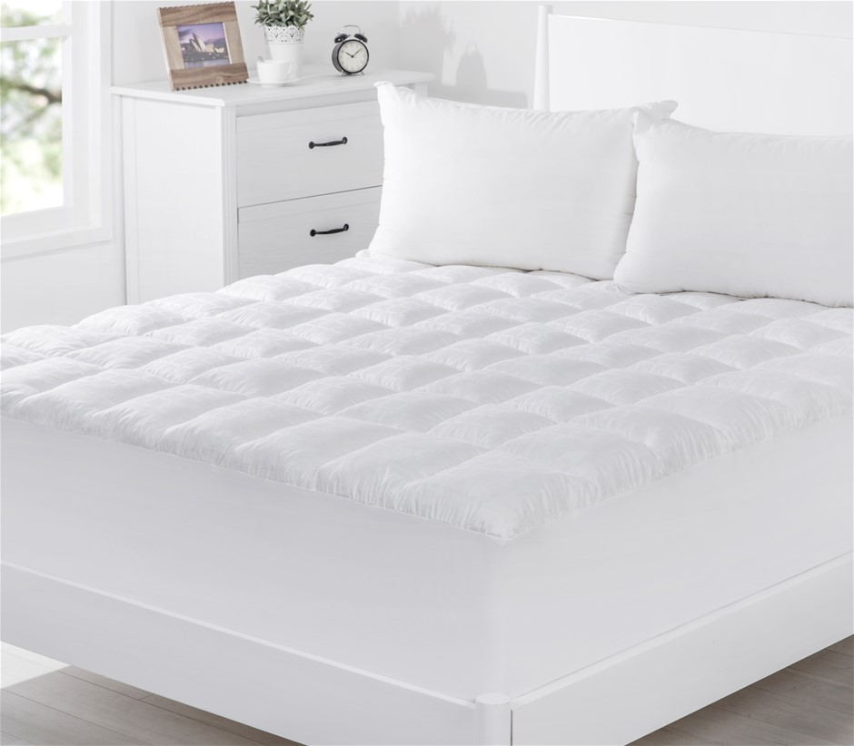 Dreamaker 600GSM Memory Resistant Ball Fiber Topper Queen Bed