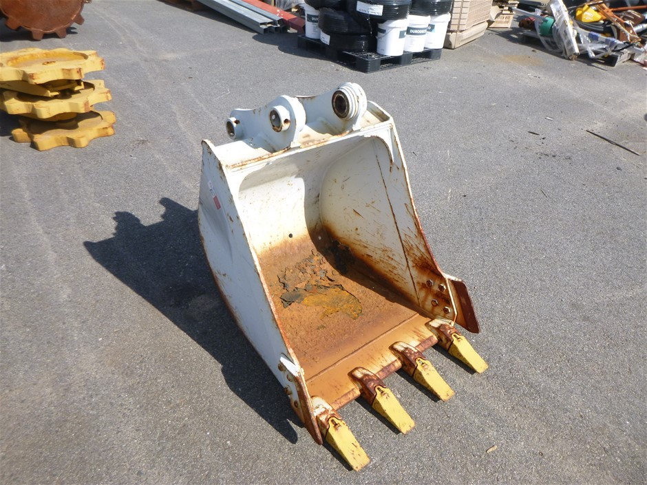 670mm wide GP bucket with teeth and side cutters