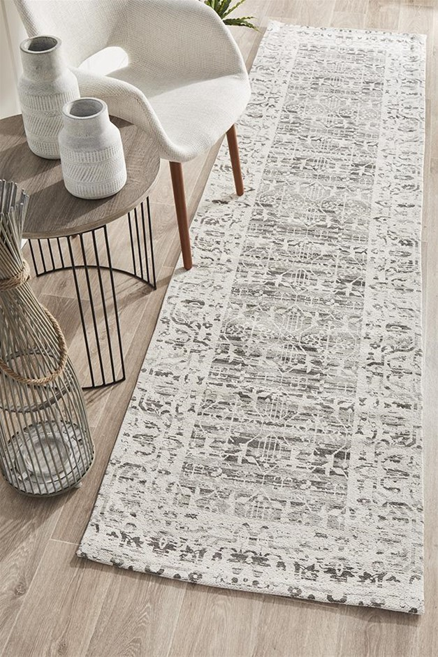 Extra Large Silver Grey Transitional Jacquard Woven Rug - 500X80cm