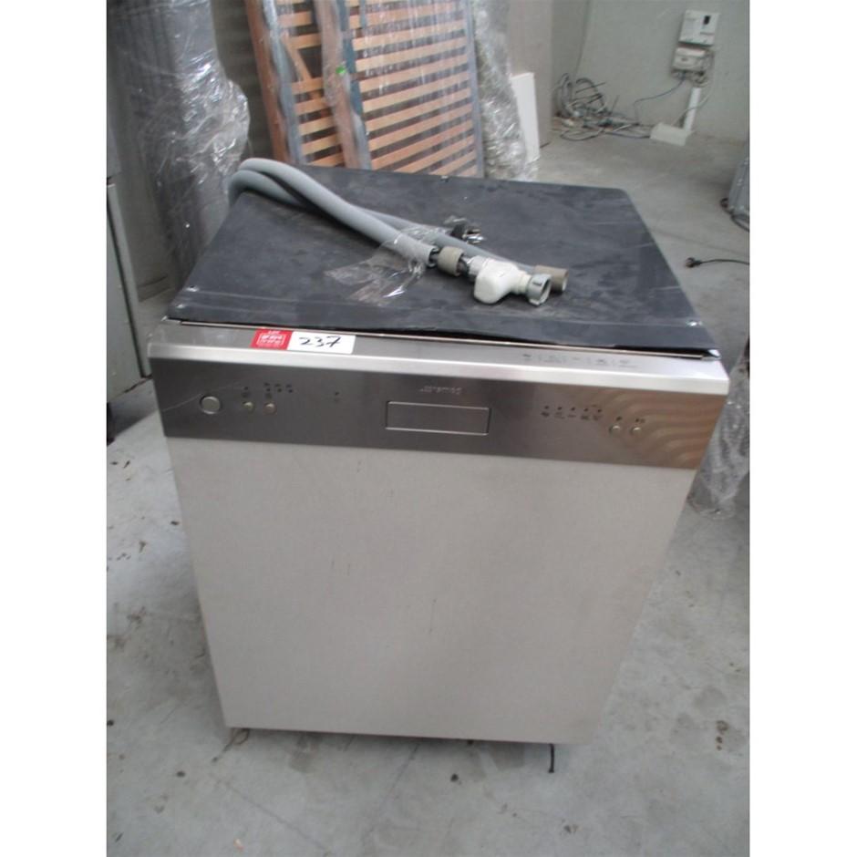 SMEG Dishwasher (Under Bench)