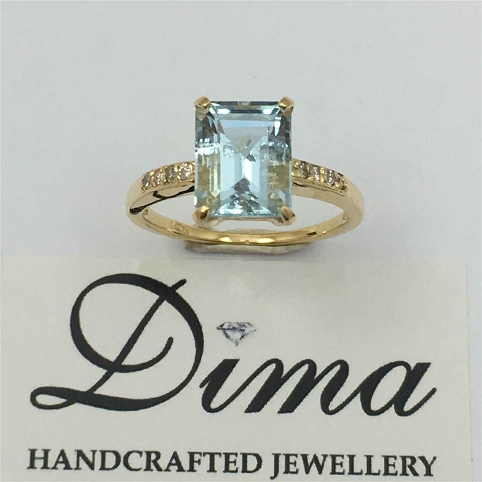 18ct Yellow Gold, 3.86ct Aquamarine and Diamond Ring
