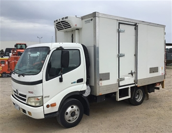 2007 Isuzu 300 4 x 2 Refrigerated Body Truck