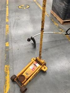 1x Motorlift Trolley Jack